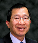 portrait of Robert Oyung